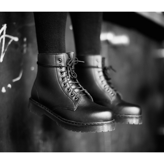 boty 8 dírkové ALTERCORE - Vegetarian - Black